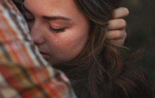 الحزن الشديد – ما الذي يمكنك أن تقوله لشخص يمر بمرحلة حزن شديد
