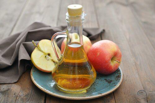 خل التفاح للتخلص من الزوائد الجلدية