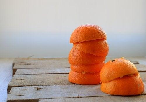 قشر البرتقال للتخلص من جير الأسنان