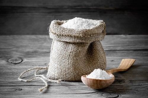 مزيج الملح والخل للتخلص من القمل