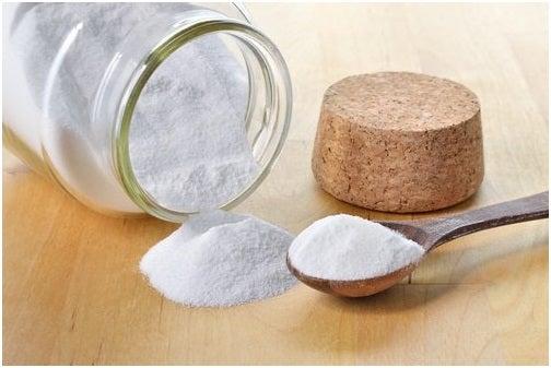 صودا الخبز لتنظيف فواصل البلاط