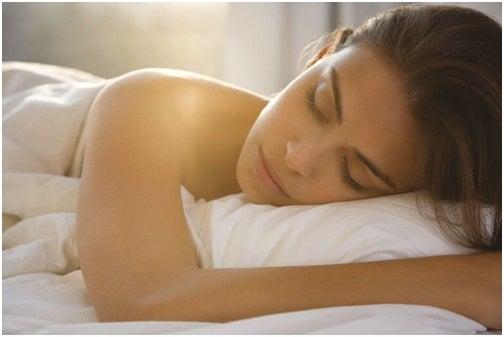 إستغرق في نوم عميق خلال أقل من دقيقة واحدة بإستخدام تكنيك 4-7-8