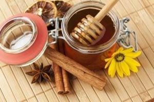 كمية من عسل النحل لإستخدامها مع صودا الخبز