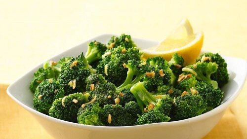 7 مجموعات من الأطعمة القلوية المفيدة تحتاج إلى إضافتها إلى نظامك الغذائي