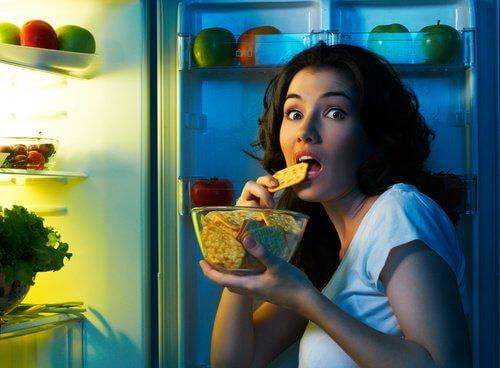 الإفراط في تناول الطعام يضر الدماغ