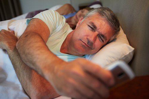 قلة النوم تضر الدماغ