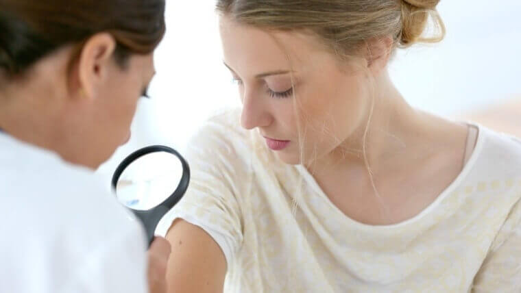 إزالة الزوائد الجلدية