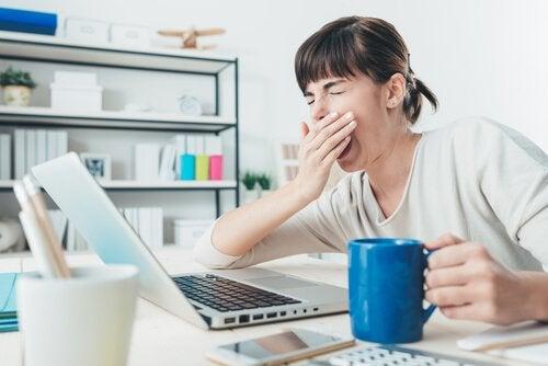 الإجهاد، فقدان الحافز، اللامبالاة، الإحباط و تقلب المزاج من أعراض نقص فيتامين بي12
