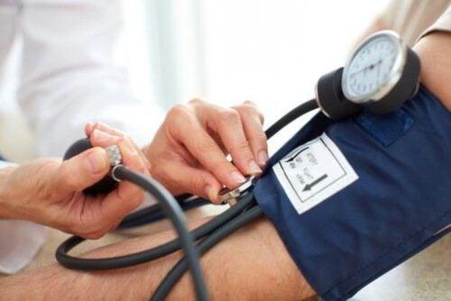 ضغط الدم المرتفع – بعض العلاجات المنزلية التي تساعدك في تخفيضه