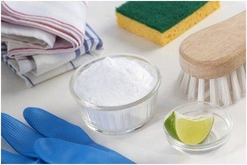 5 طرق طبيعية لاستعادة لون الملابس البيضاء الناصع بشكل فعال وسريع