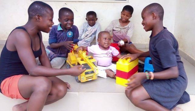 هوب، طفلة نيجيرية تبلغ من العمر عامين فقط