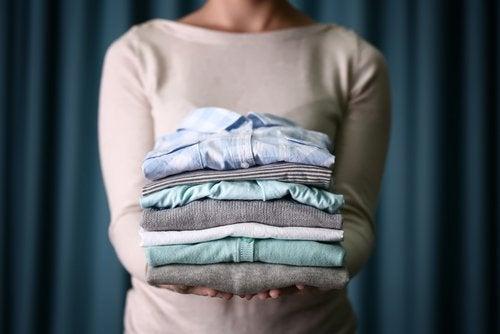 نشاء الذرة للحفاظ على الملابس