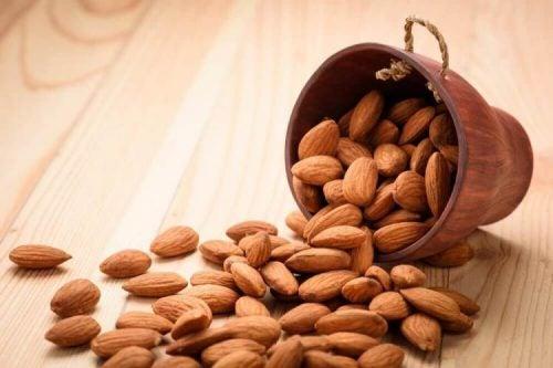 اللوز – كيف يستطيع جسمك الاستفادة من أربع حبات من اللوز يوميًا
