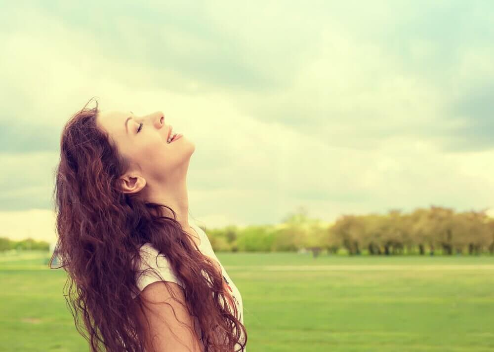 امرأة سعيدة