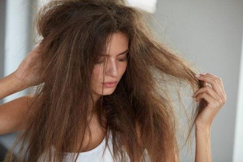 الشعر – رطبي شعرك باستخدام هذه العلاجات الطبيعية الخمسة