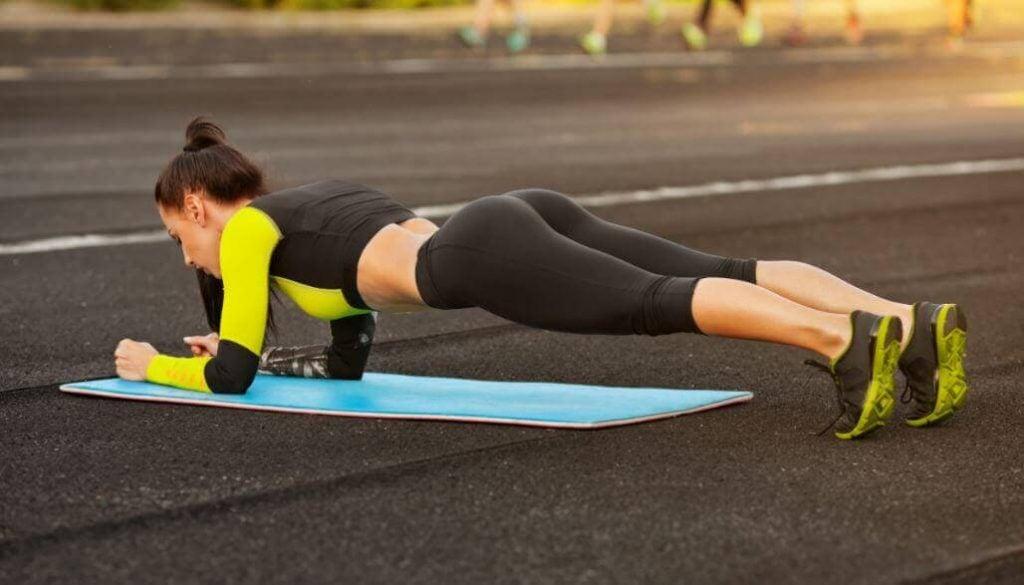 تمارين رياضية منزلية – 5 تمارين بسيطة لتحسين مظهر جسمك من المنزل