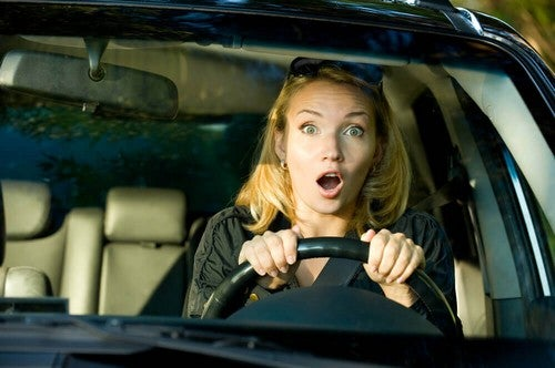 امرأة تقود السيارة