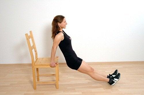 امرأة تتدرب