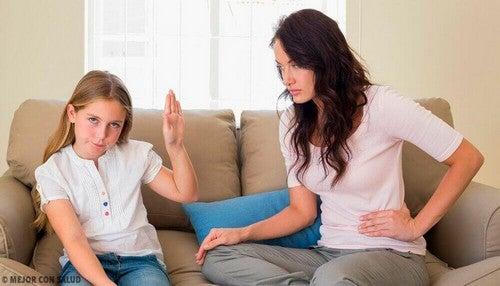 كيفية السيطرة على والتعامل مع حالات تمرد الأطفال