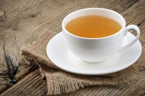 مشروب دافئ في فنجان يساعد على النوم العميق