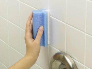 تنظيف حوائط الحمام