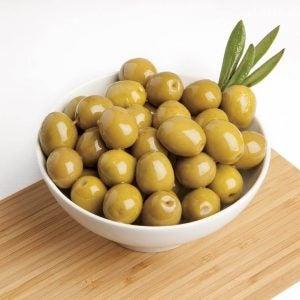 طبق من الزيتون والذي ينتج الكيتون في الجسم