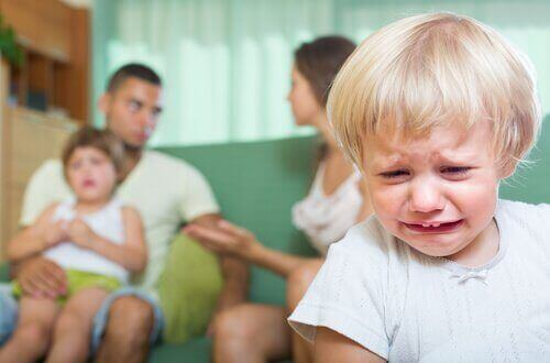 الشجار أمام الأطفال : عواقب الشجار أمام طفلك وكيقية التعامل الصحيح
