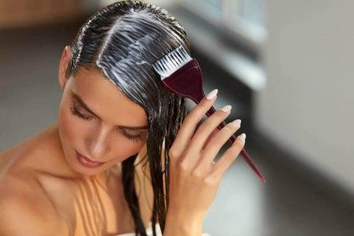 كافحي تلف الشعر في دقائق بالاستعانة بهذه الوصفة!