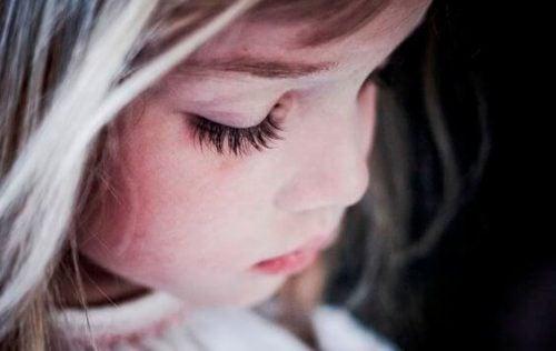 التربية المفرطة : وسيلة تربية لتقديم أطفال غير سعداء وفاقدي الثقة إلى العالم