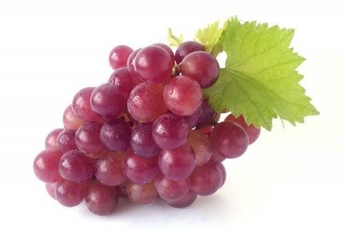 العنب الأحمر و علامات التمدد