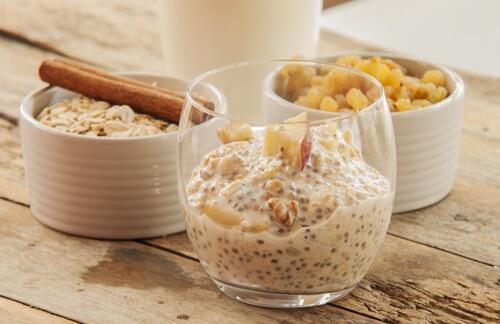 اكتشف وجبة الإفطار المثالية: مزيج بذور الشيا والشوفان
