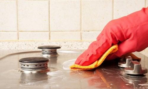 6 حيل بسيطة تساعدك على الحفاظ على نظافة مطبخك