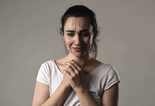 عقلية الضحية المزمنة : لماذا يقضي بعض الناس كل يومهم وهم يشتكون؟