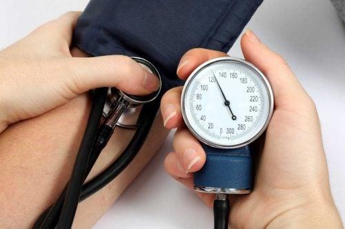 اكتشف 5 علاجات طبيعية لارتفاع ضغط الدم