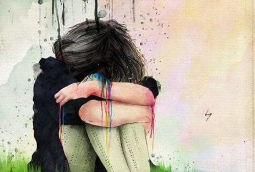 فتاة تبكي وحيدة