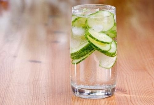 كأس ماء خيار
