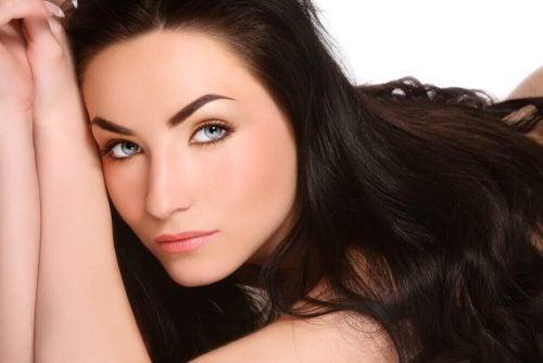 جرب هذه الحلول الطبيعية لزيادة معدل نمو الشعر بفعالية