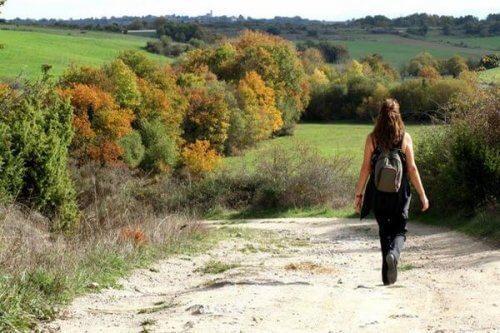 المشي يبدل حالة المخ عندما تعاني من الاكتئاب