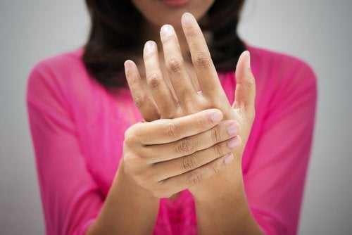ضعف الدورة الدموية – 7 علامات غالبًا ما نتجاهلها تنذر بضعف الدورة الدموية