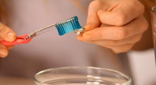 تلميع الفضة بمعجون الأسنان