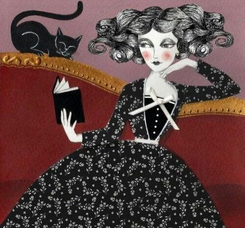 سيدة تجلس على الأريكة وبجوارها قطة سوداء