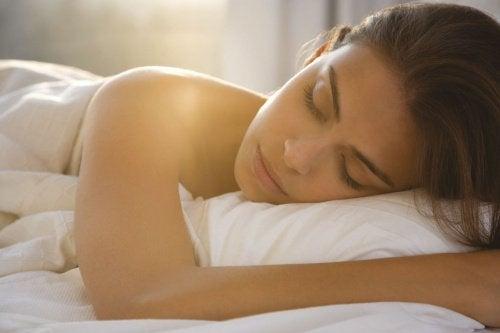 مكافحة اضطرابات النوم – علاجات طبيعية للاستمتاع بنوم أفضل