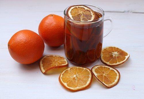كوب من شاي البرتقال من أجل المساعدة على النوم