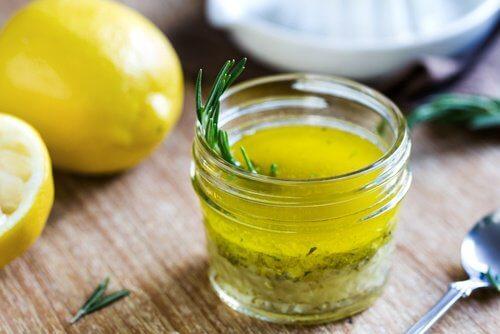 خليط الليمون مع زيت الزيتون للتخص من حصوات الكلى