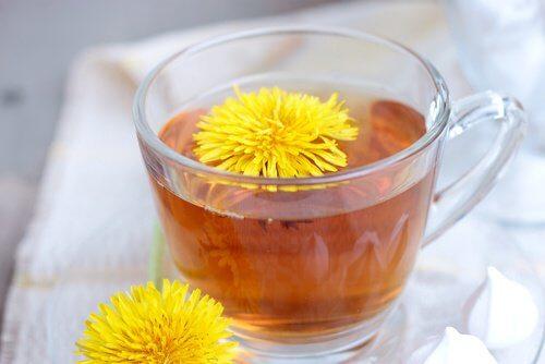 كوب من شاي الهندباء