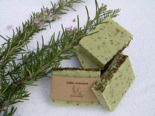 صابون الروزماري – تعلمي طريقة إعداد صابون الروزماري للبشرة الدهنية