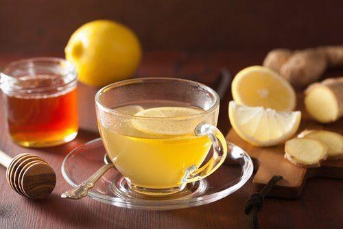 فنجان من منقوع الليمون والزنجبيل من أجل خسارة الوزن الزائد