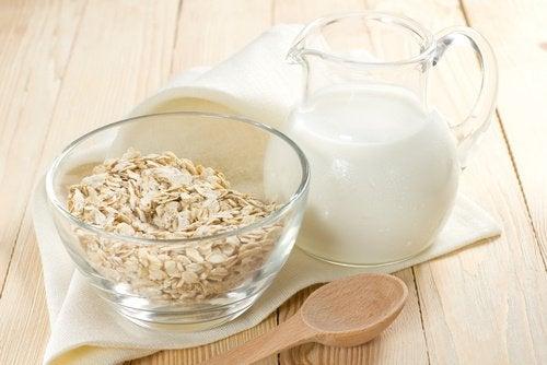 وجبة الشوفان مع الحليب لعلاج إمساك الأمعاء
