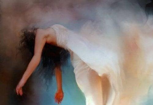 فتاة بفستان أبيض عائمة في الهواء