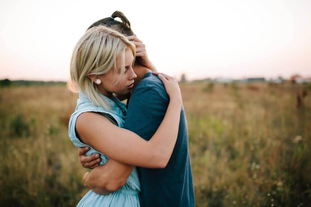 العلاقات القوية والتقارب بين الزوجين